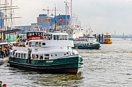 Die beiden historischen Hafenfähren Kirchdorf und Bergedorf in Hamburg