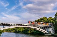 U-Bahn auf Mundsburger Brücke in Hamburg