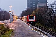 S-Bahn Hamburg bei Regen und Herbstwetter