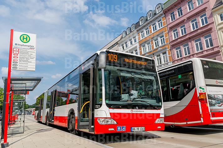 Bus der Linie 109 am Stephansplatz in Hamburg