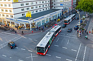 Metrobusse an der Osterstraße in Hamburg aus der Vogelperspektive