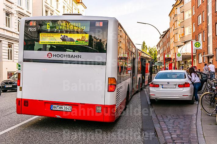 Falschparker behindert Busverkehr in Hamburg