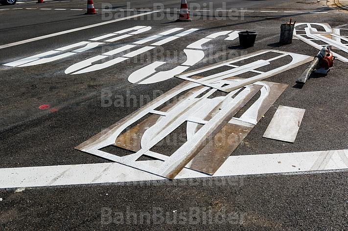 Bauarbeiten für eine Buspur in Hamburg