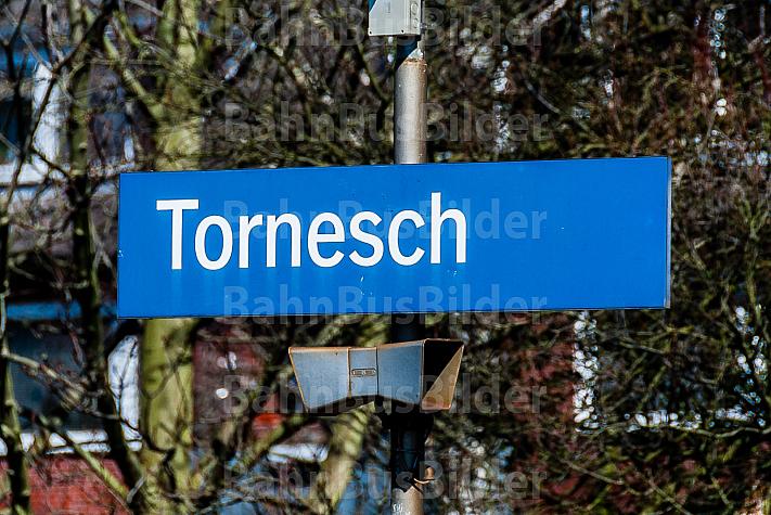Stationsschild am Bahnhof Tornesch in Schleswig-Holstein
