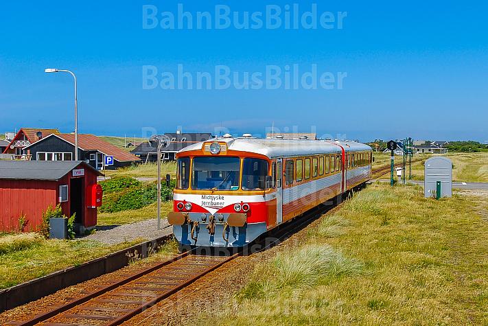 Lemvigbanen-Triebwagen am Haltepunkt Vrist