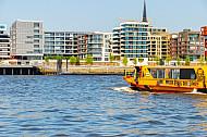 Hafenfähre Rafiki in der Hafencity in Hamburg