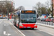 Metrobus der Linie M5 an der Haltestelle Gärtnerstraße in Hamburg