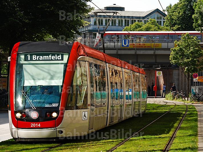 Fotomontage: Stadtbahn am U-Bahnhof Hudtwalckerstraße in Hamburg-Winterhude