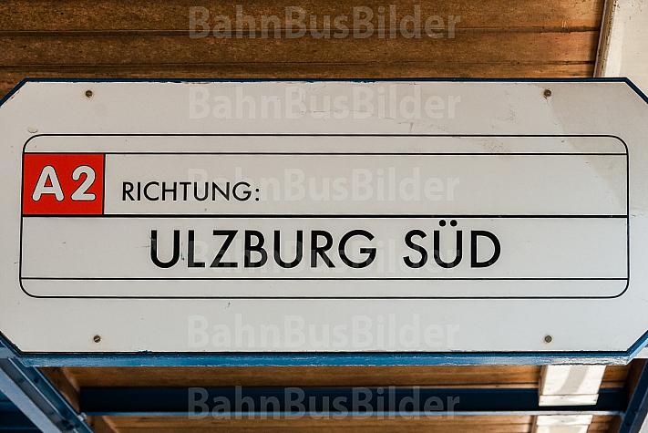 AKN-Fahrzielanzeiger an einer Haltestelle der A2 Richtung Ulzburg Süd