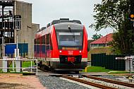 Regionaltriebwagen vom Typ LINT bei Burg auf Fehmarn in Schleswig-Holstein