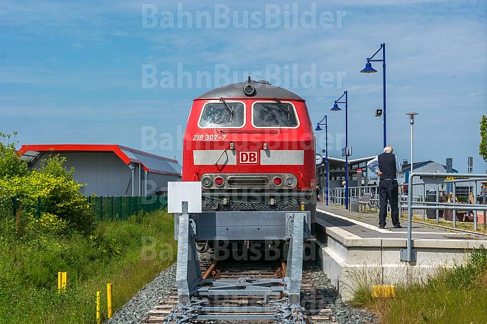 Intercity im neuen Bahnhof Burg auf Fehmarn in Schleswig-Holstein