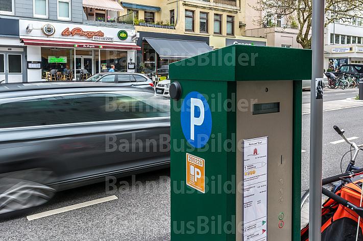 Ein Parkscheinautomat in der Osterstraße in Hamburg