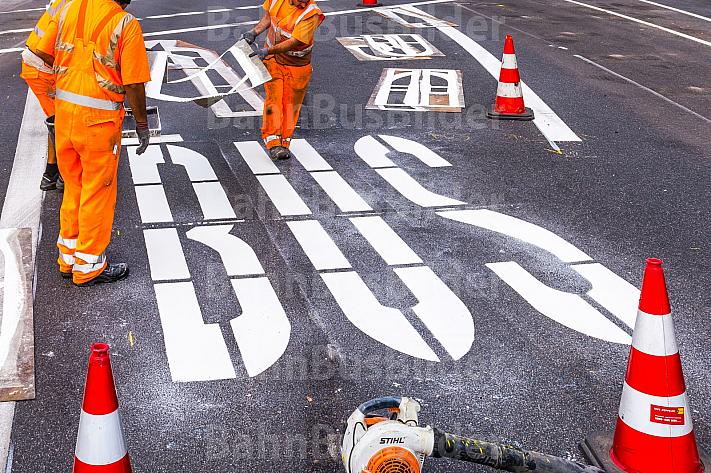 Bauarbeiten an Busspur in Hamburg