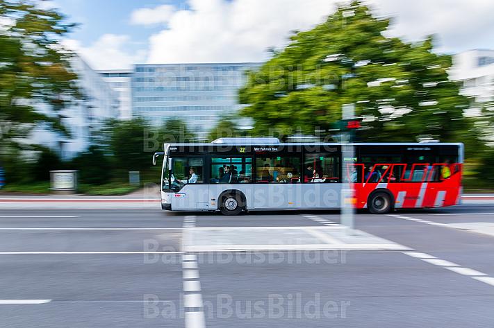 Metrobus der Linie M22 bei Hagenbecks Tierpark in Hamburg