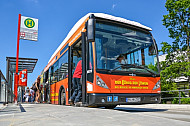 Metrobus der Linie M5 an der Staatsbibliothek in Hamburg