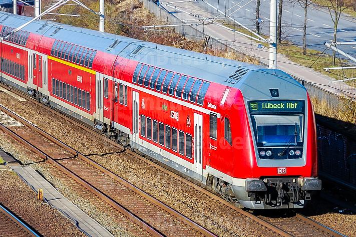 Regionalexpress nach Lübeck am Berliner Tor in Hamburg