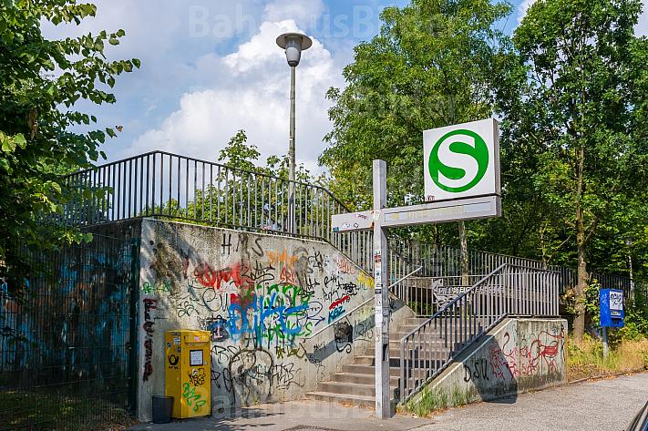 Zugang zum S-Bahnhof Diebsteich in Hamburg