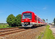 Fotomontage: Zug auf der geplanten S-Bahnlinie S4 mit Ziel Itzehoe/Wrist