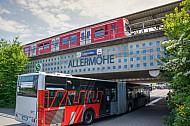 Am S-Bahnhof Allermöhe in Hamburg sind die HVV-Fahrpläne von S-Bahn und Bus gut aufeinander abgestimmt