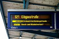 Fahrzielanzeiger bei der S-Bahn in Hamburg