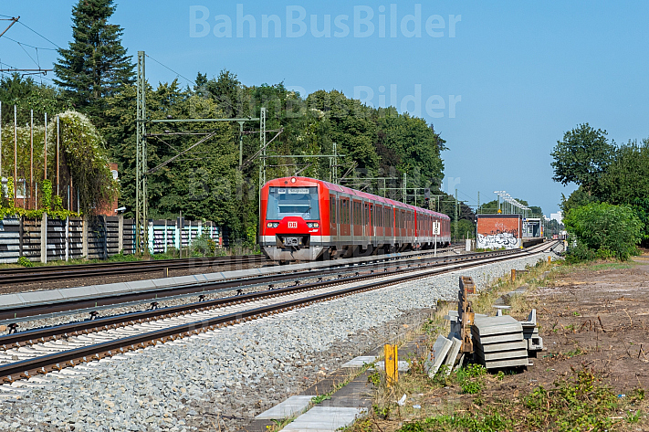 S-Bahn am ehemaligen Güterbahnhof Halstenbek in Schleswig-Holstein