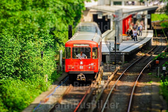 U-Bahn am Borgweg in Hamburg