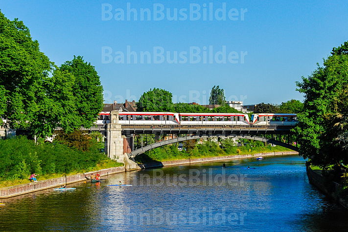 U-Bahnen auf Alsterbrücke in Hamburg-Winterhude