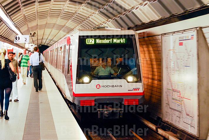 U-Bahn im Tunnelbahnhof Hauptbahnhof Nord in Hamburg