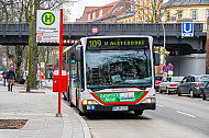 Stadtbus der Linie 109 am U-Bahnhof Sierichstraße in Hamburg
