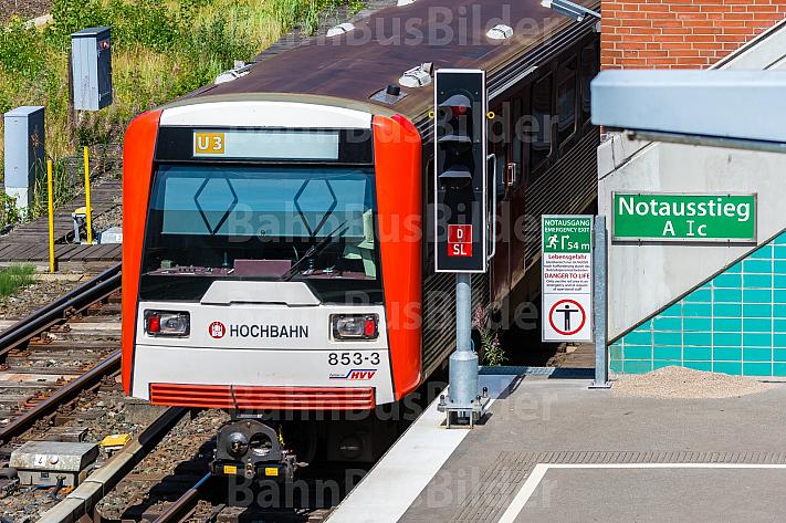U-Bahn in Hamburg an einem Notausstieg am Schlump