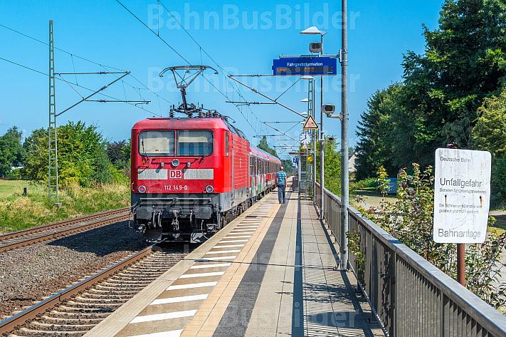 Regionalzug im Bahnhof Dauenhof in Schleswig-Holstein