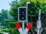 Ampel an einem Bahnübergang in Kiel (Schulen am Langsee) in Schleswig-Holstein