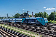Ein Regionalzug der Deutschen Bahn in Hamburg-Eidelstedt auf dem Weg nach Westerland auf Sylt