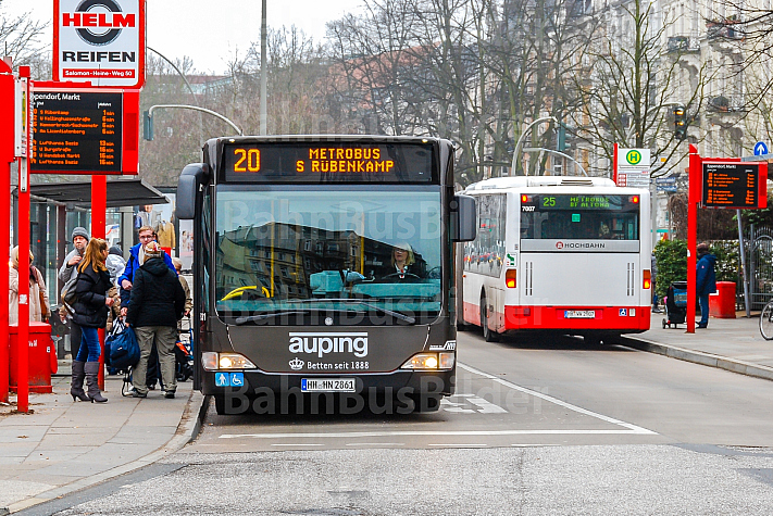 Bus-Verkehrsknoten Eppendorfer Markt in Hamburg