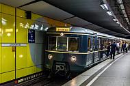 Historische S-Bahn im Tunnelbahnhof Hamburg-Jungfernstieg