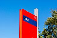 Stationsschild im Bahnhof Horst in Schleswig-Holstein