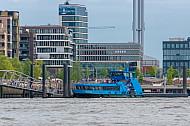 Hafenfähre Waltershof am Anleger Elbphilharmonie in der Hafencity in Hamburg