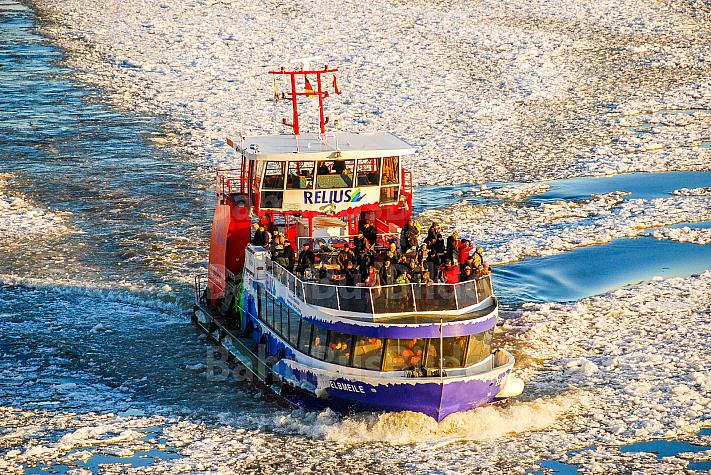 Hafenfähre Elbmeile im Eis in Hamburg