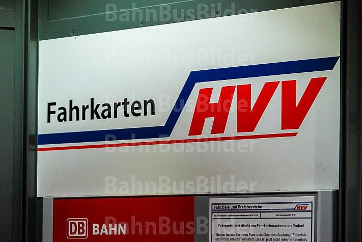 Schild: Fahrkarten im HVV