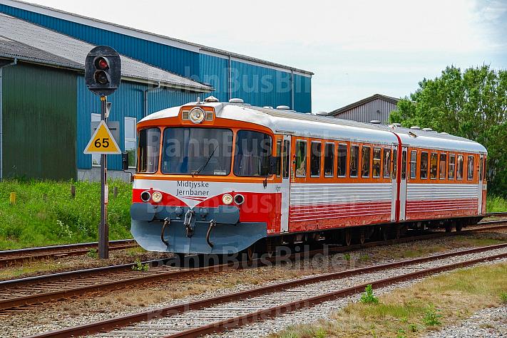Zug der Lemvigbanen im Bahnhof Lemvig