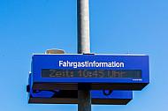 Dynamische Fahrgastinformation an einem Landbahnhof in Schleswig-Holstein