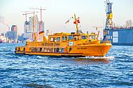 Hafenfähre Jan Molsen vor der Elbphilharmonie in Hamburg