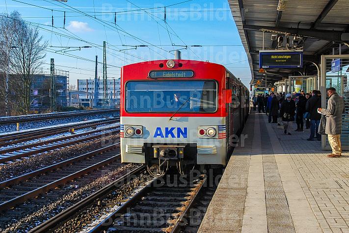 AKN-Triebwagen im S-Bahnhof Eidelstedt