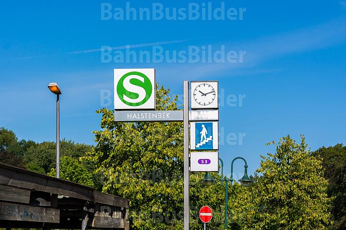 Stationsschild am S-Bahnhof Halstenbek in Schleswig-Holstein